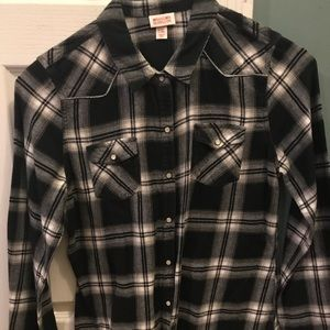Juniors Black and White fitted flannel, XL